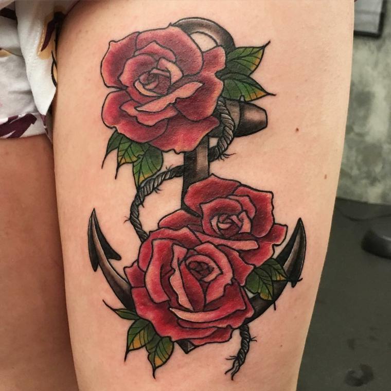 tre grandi rose rosse con foglie verdi e un'ancora tatuate sulla coscia, idea per tatuaggio rosa