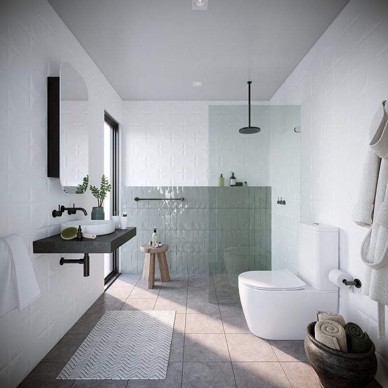 Bagni moderni con doccia, parete in sala da bagno rivestite con piastrelle