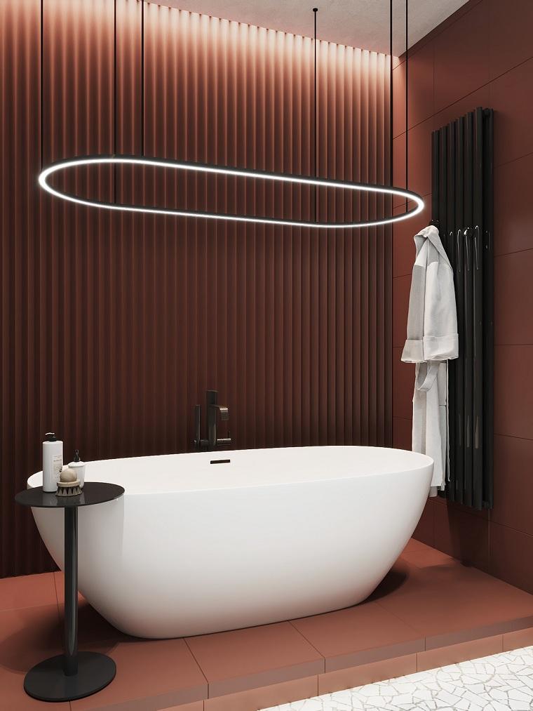 Rivestimenti bagni esempi, bagno con piastrelle di colore rosso, sala da bagno con vasca