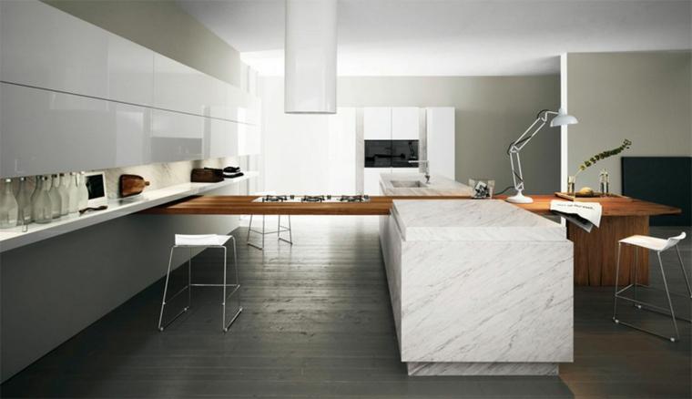 ampia e moderna cucina con isola a forma di t con una parte in legno e un'altra in marmo