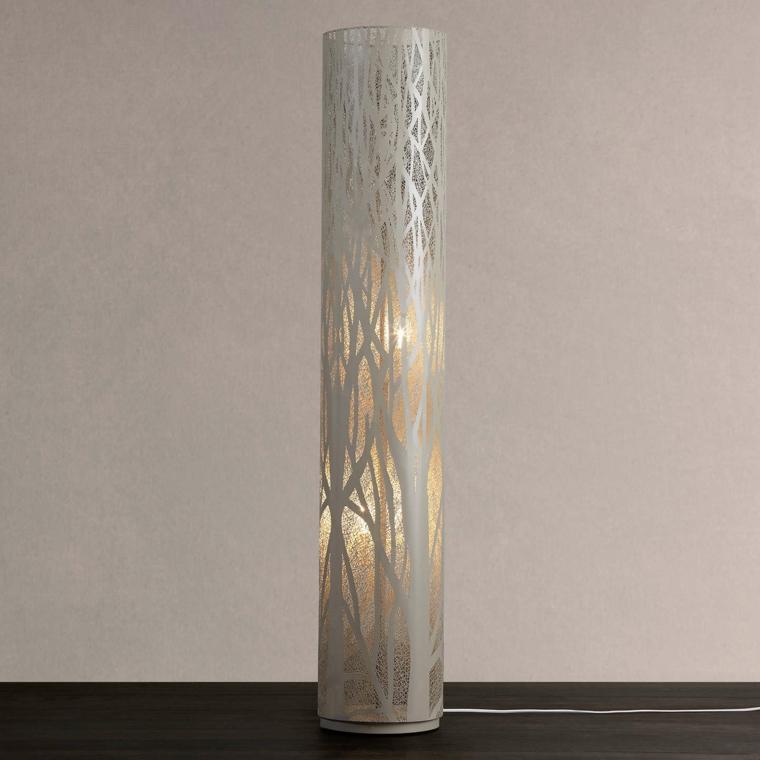esempio di pareti color tortora con una sfumatura violacea e una lampada da tavolo a forma di cilindro