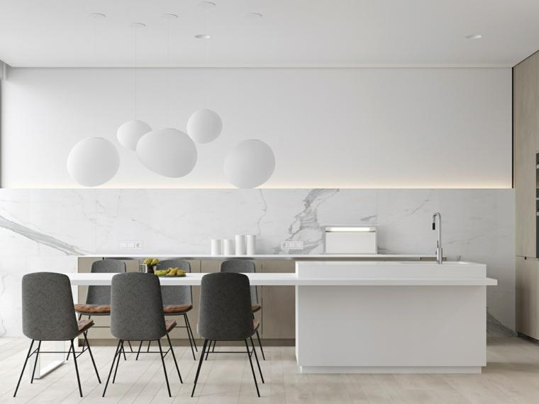 lampadario cucina effetto palloncini bianchi isola centrale con prolungamento tavolo da pranzo