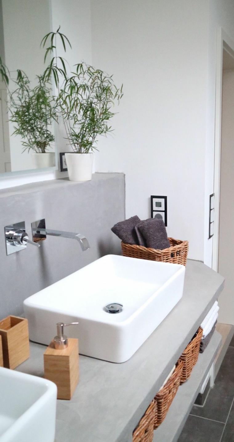 Sala da bagno con lavandino da appoggio, rivestimento parete con piastrelle grigie