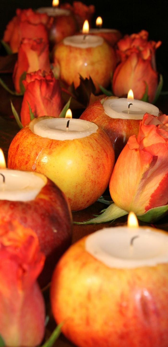 Centrotavola con delle mele rosse utilizzate come portacandela fai da te
