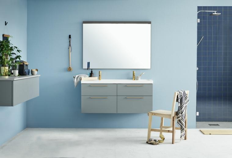 Docce moderne e un'idea con piastrelle di colore blu, mobili sospesi e decorazioni con piante da appartamento