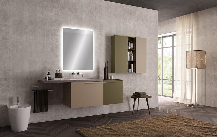 Superficie mobile lavabo di marmo e uno specchio con retroilluminazione soffusa
