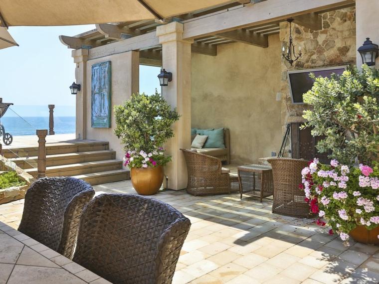 1001 idee per piccoli giardini suggerimenti da copiare for Alberi da giardino con fiori
