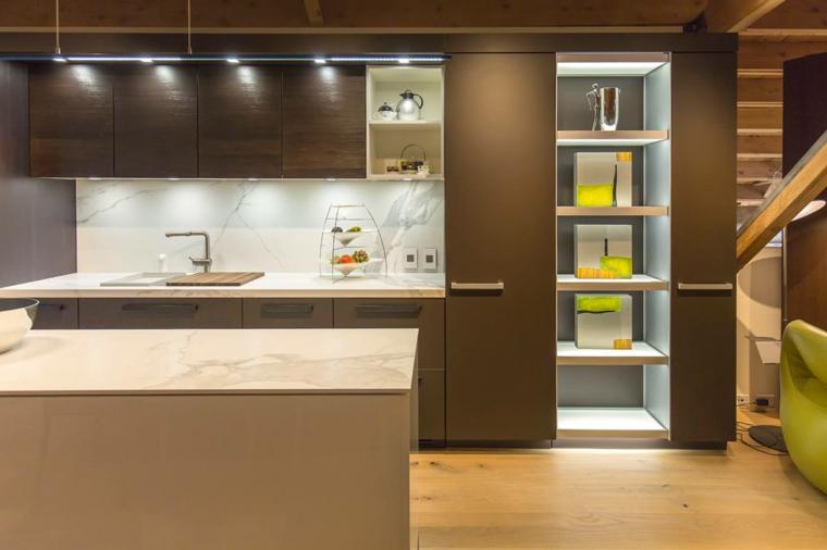 arredamento per cucine moderne piccole, parete attrezzata con scaffali e isola