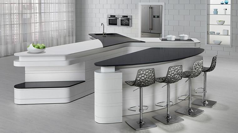 cucina bianca con tavolo da pranzo e sgabelli, piastrelle bianche, frigo e forni a muro, open space moderni