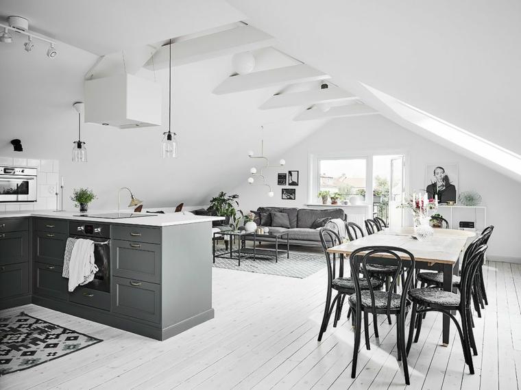pavimento in parquet chiaro open space cucina soggiorno moderno con mobili della cucina e divano scuri, pareti chiare