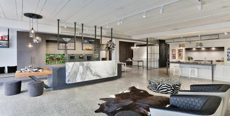 come arredare open space cucina soggiorno con mobili moderni nei toni neutri del grigio e del bianco