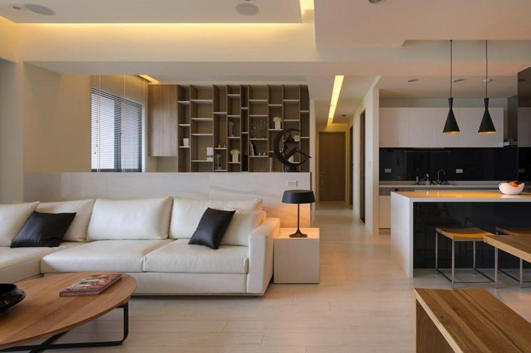 cucina con tavolo da pranzo, divano bianco con tavolo in legno, libreria e pavimento chiaro, open space arredamento