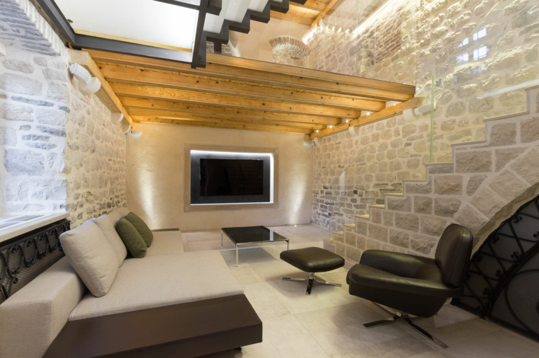 Pareti in pietra per interni moderni for Ambienti interni moderni