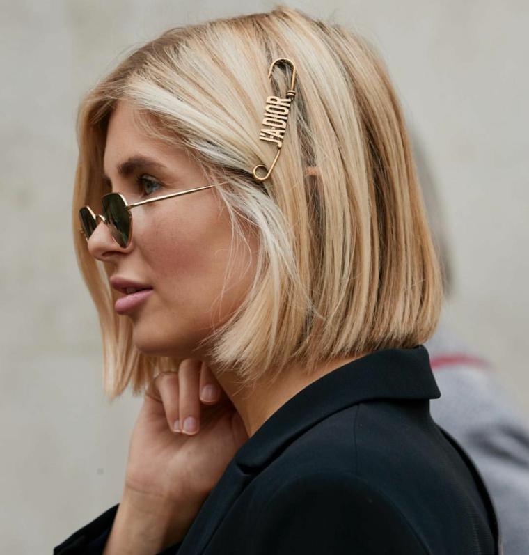 molletta dior capelli biondi donna taglio caschetto pari liscio occhiali