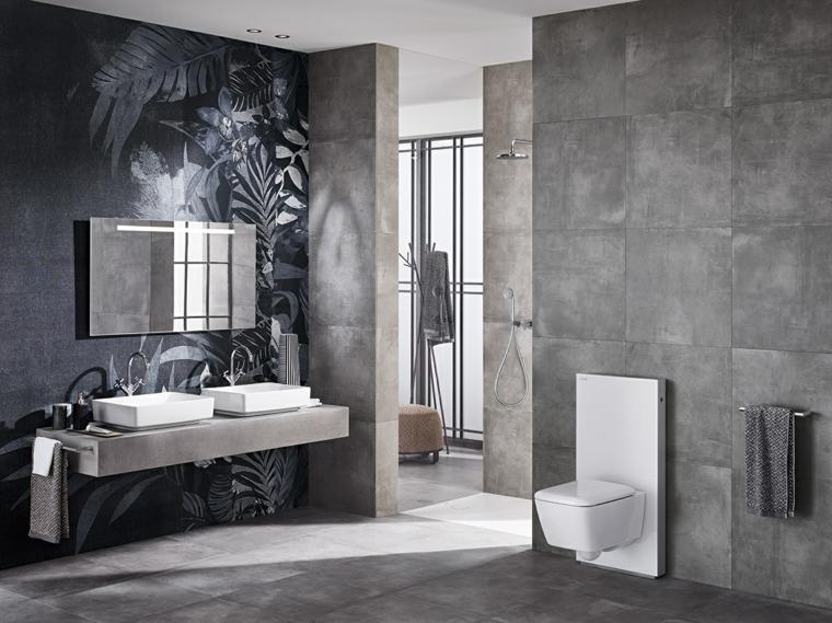 Sanitari moderni monoblocco da bagno su una parete con piastrelle ceramica grigie