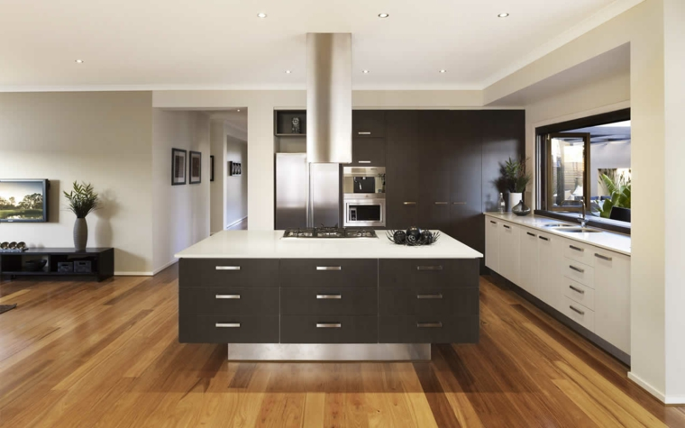 esempio di cucine classiche moderne con una grande isola centrale nera con top bianco