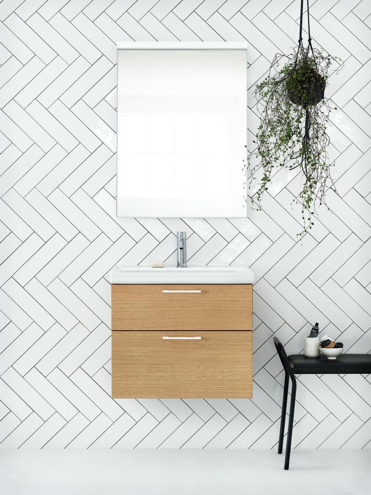 Idee bagno piastrelle di colore bianco, arredamento con un mobile di legno e panca nera di pelle