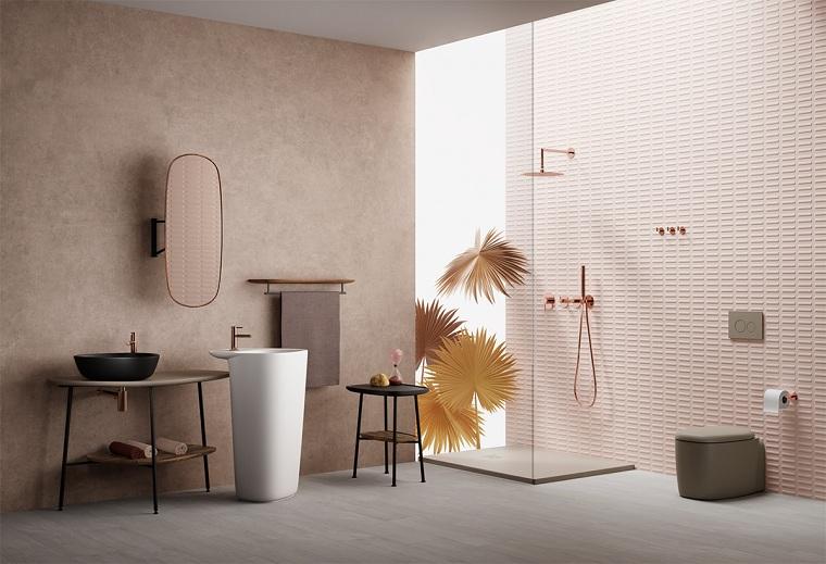 Bagni moderni con doccia, sala da bagno con box doccia, rivestimento parete con piastrelle rosa