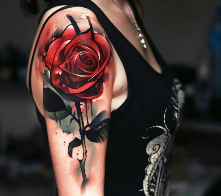 idea per realizzare tatuaggi rose rosse grandi dimensioni con gambo e foglie sul braccio