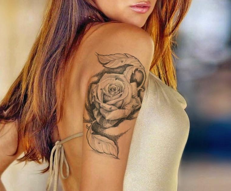 idea per realizzare dei tatuaggi rose braccio in bianco e nero con delle sfumature nere