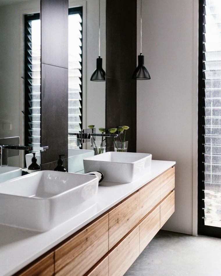 Bagni moderni, sala da bagno con mobile di legno con due lavabi, parete con piastrelle nere e specchio
