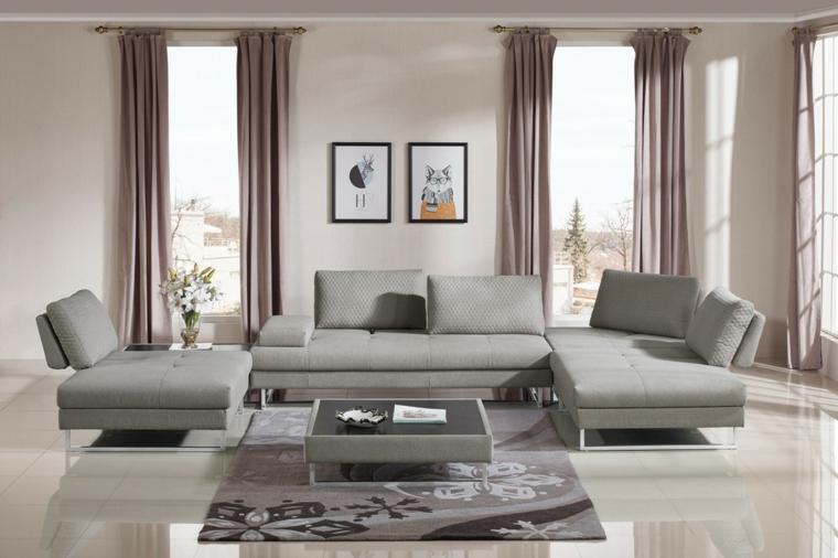 salone moderno, ampio e luminoso con divani e poltrone grigio chiaro e pareti color tortora chiaro