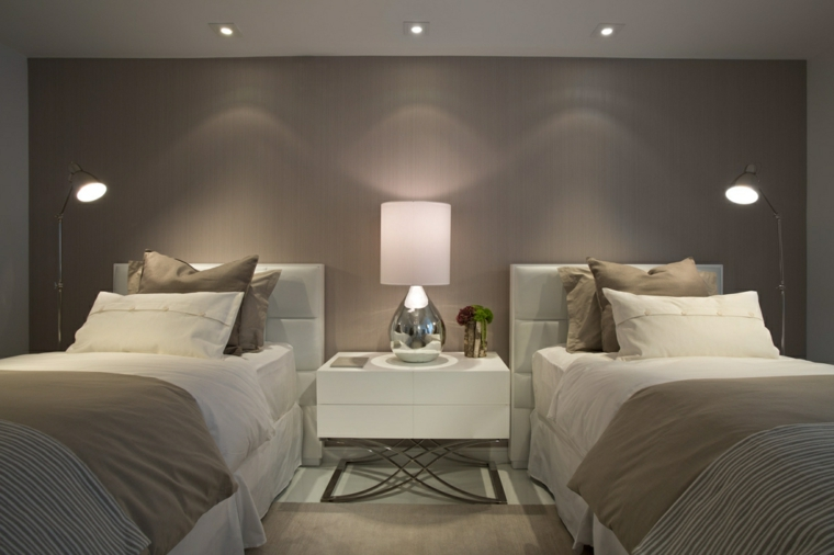 Camera Da Letto Con Pareti Asimmetriche Bianco E Grigio Interior Design : Idee per color tortora alle pareti all arredamento