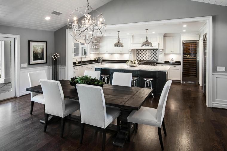 arredamento elegante con cucina a l con mobili bianchi e isola, tavolo in legno e sedie bianche