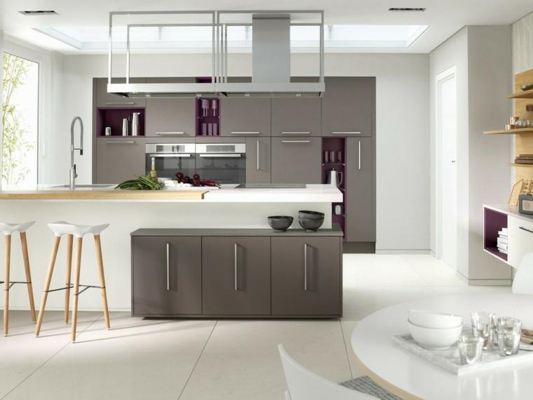 esempio di arredamento cucina moderna bianca e grigia con isola e sgabelli, tavolo rotondo con top bianco