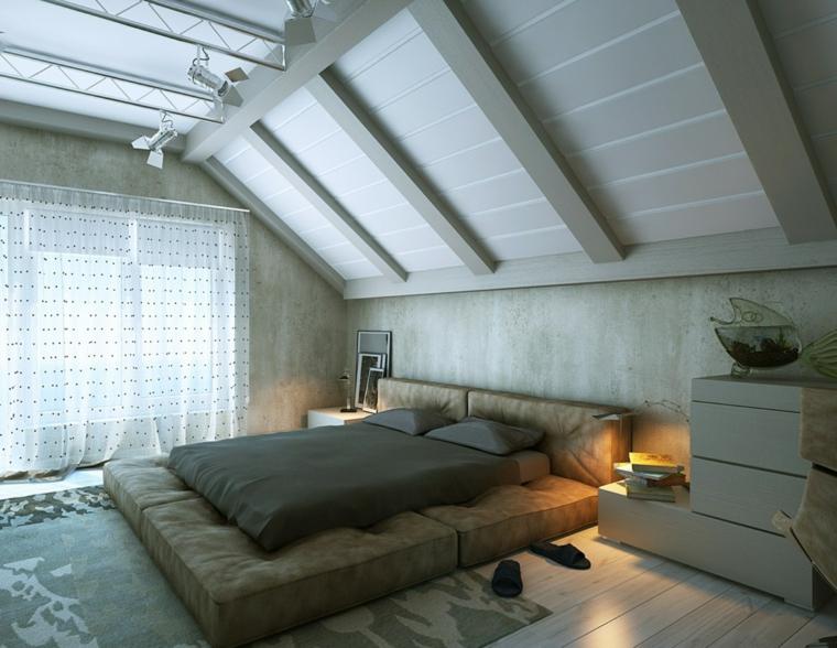 moderna camera con letto futon, tappeto e comodini grigi,tende bianche, idee mansarda