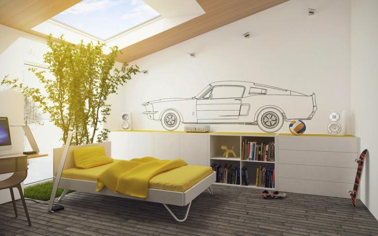 strepitosa camera da letto per ragazzi con una macchina disegnata sulla parete bianca, idee mansarda