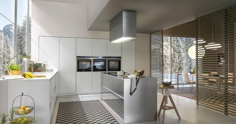 bellissima cucina moderna con mobili a parete bianchi e isola con fuochi, parete divisoria e soggiorno