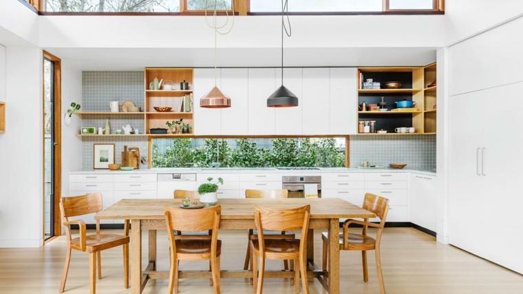 cucina a vista dall'arredamento country con mobili bianchi, pensili a vista a tavolo in legno