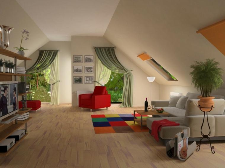 zona living ampia con divano grigio, poltrona e puff rossi, tappetto a scacchi colorati, come arredare una mansarda