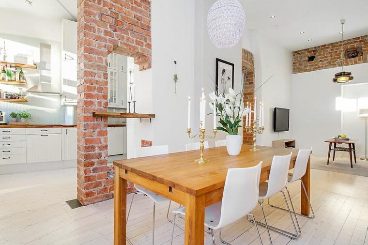 luminosa soluzione con tavolo da pranzo in legno, parete interna in pietra e cucina bianca