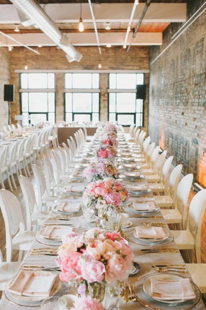 Tavolo da matrimonio, decorazioni con fiori, centrotavola con fiori