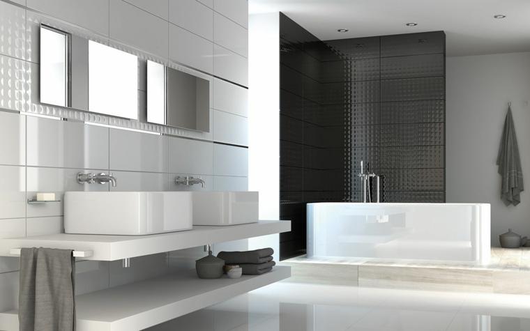 Rivestimenti bagni esempi con piastrelle di ceramica bianche e lucide, arredamento con vasca e due lavandini da appoggio