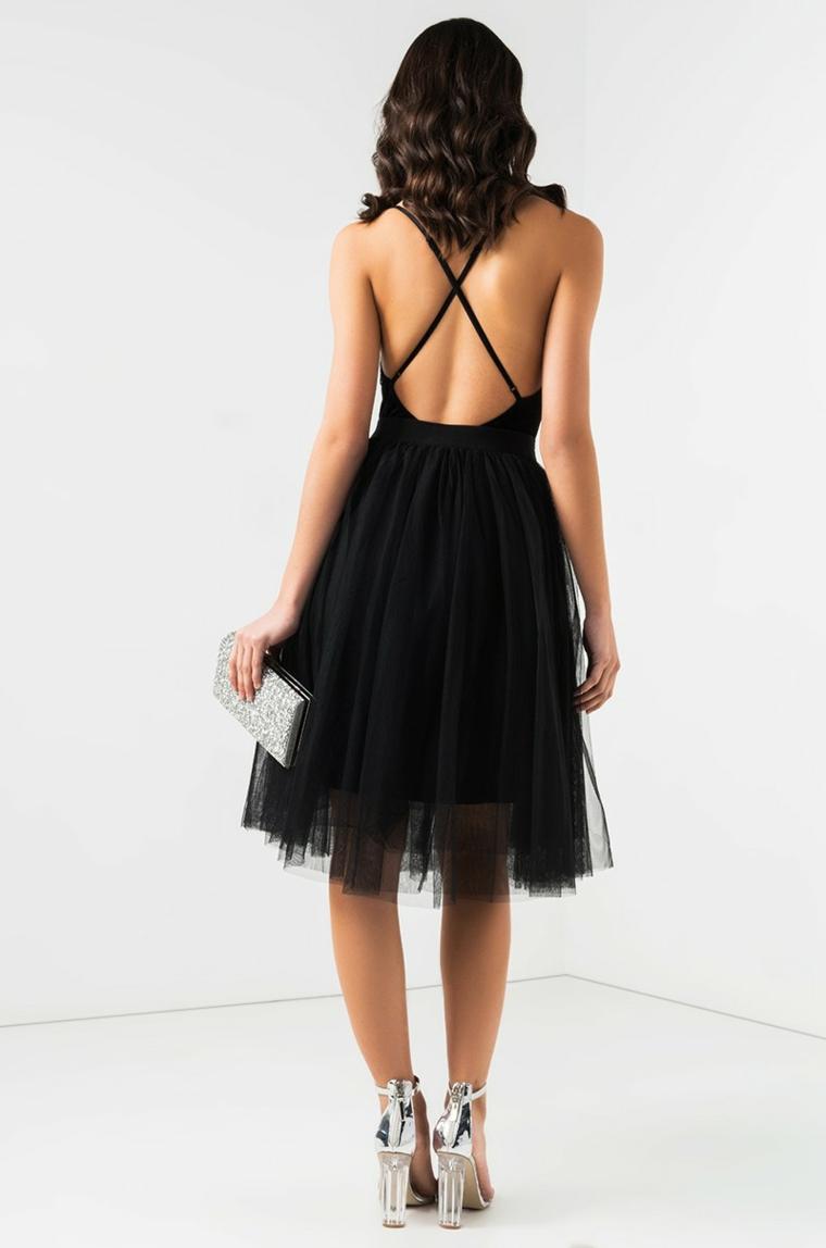 Vestito di colore nero con schiena scoperta e parte bassa con tulle trasparente