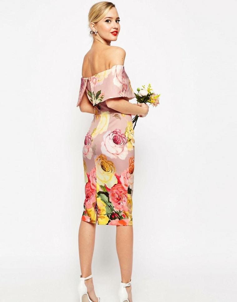 Come vestirsi matrimonio mattina con un abito motivi floreali e schiena scoperta