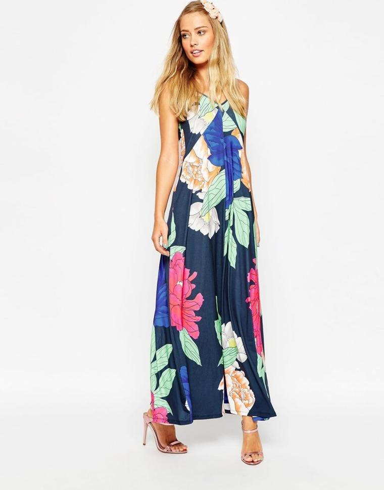 Vestito invitata matrimonio di colore blu con motivi floreali e una lunghezza fino alla caviglia