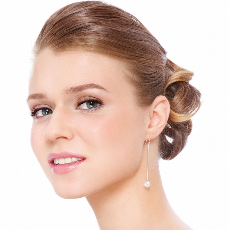 bellissima idea per trucco cerimonia giorno per una sposa con i capelli biondi e gli occhi azzurri