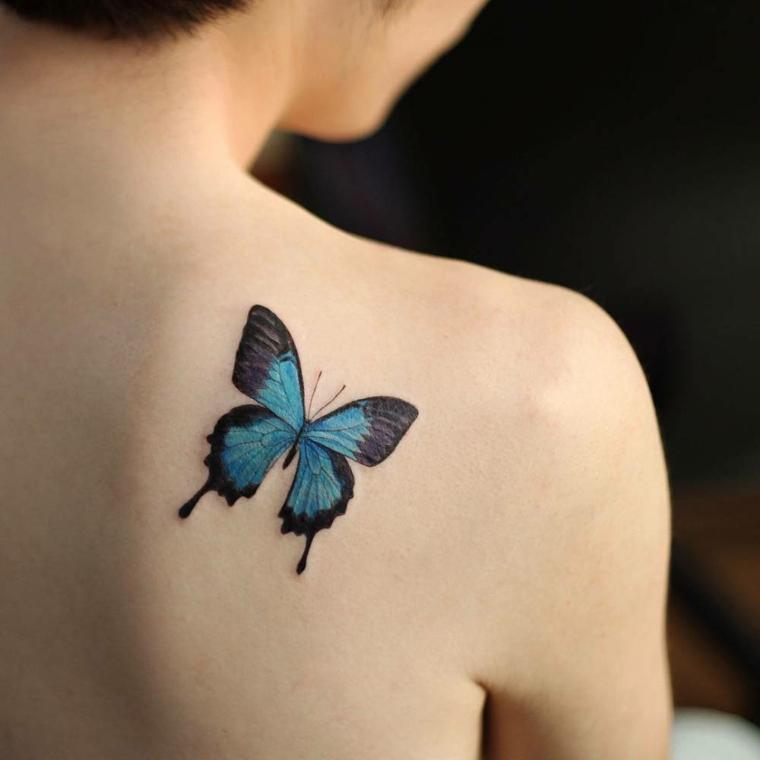 splendido disegno di una farfalla nera e azzurra, idea per tatuaggi femminili piccoli