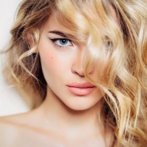 Come fare i capelli mossi: idee, immagini e video tutorial per realizzare look di tendenza