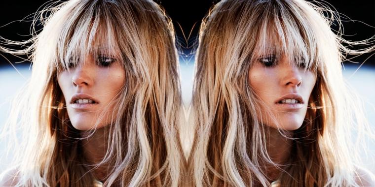 capelli lunghi con la frangia lunga sugli occhi, splendida ragazza con balayage capelli biondo