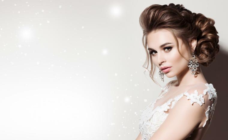 ottima idea per un make up matrimonio opaco con ombretti di varie tonalità sfumate e rossetto albicocca