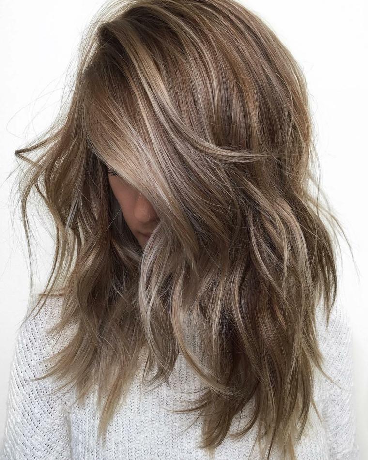 bellissima proposta per realizzare un degradè biondo su capelli lunghi con base castana