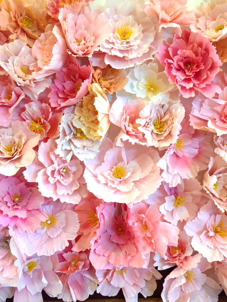 Come fare i fiori di carta, tanti piccoli fiorellini di diverso colore a più strati incollati