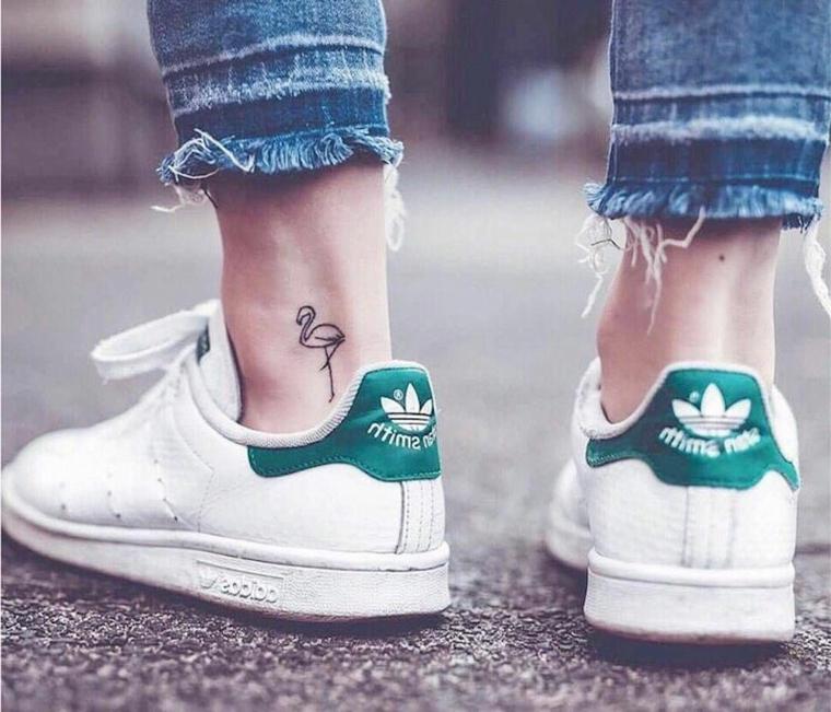 disegno a forma di gru con la gamba alzata per tatuaggi piccoli belli ideali per lei