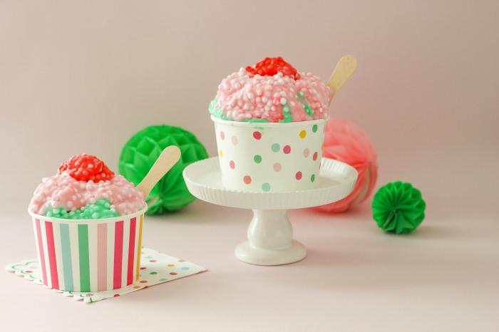 Fluffy slime ricetta per fare un muffin colorato in contenitore di carta a pois