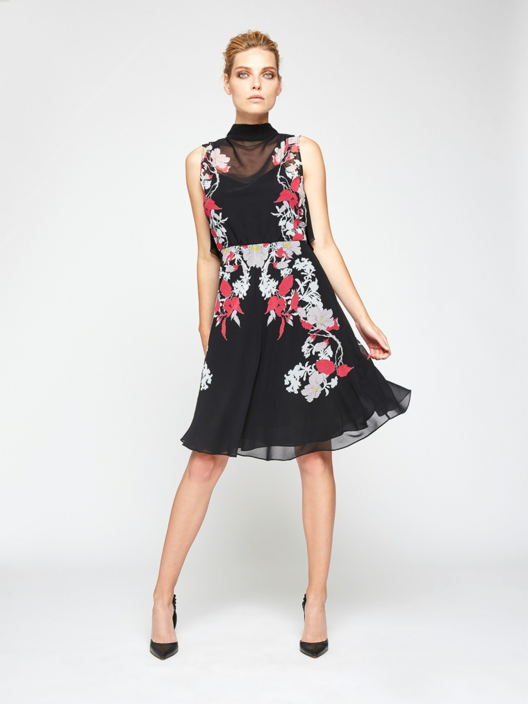 Abito elegante per un matrimonio di sera, vestito di colore nero con print floreali